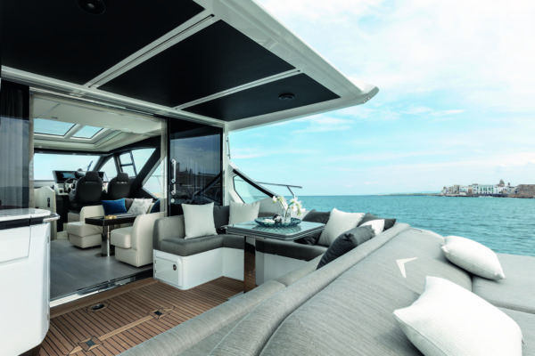 e cockpit features lots of seating and an aft-facing sunbathing area