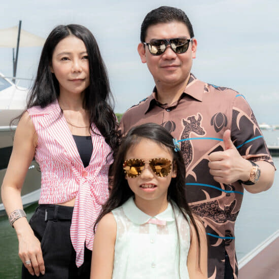 Zhuang Zhouwen with his wife and daughter