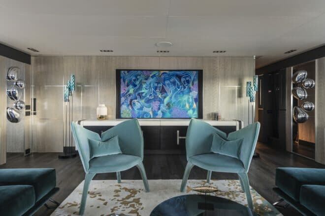 Pershing 140: Ho selected a Julien Calot painting and water droplets by Milan Design Studio for the saloon