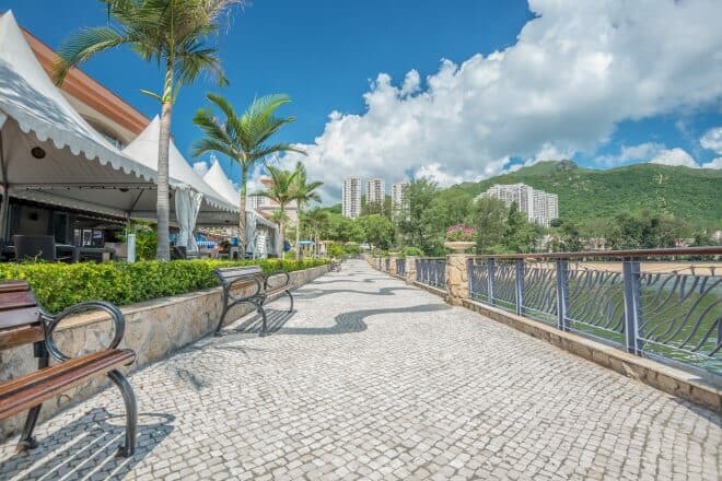 Located by the Discovery Bay ferry pier, the D'Deck alfresco dining area has a view of Tai Pak Beach and the bay