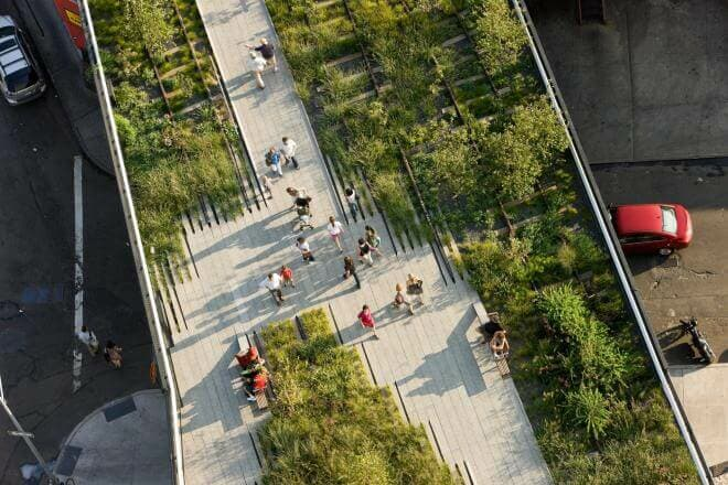 This 1.5-mile long public park stretches from the Meatpacking District to the Hudson Rail Yards in Manhattan.
